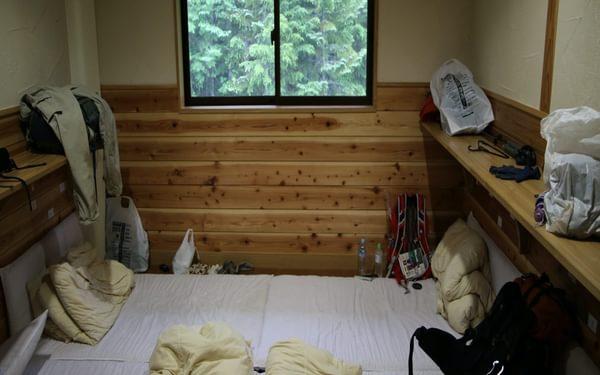 Kitadake4 Cozy accommodation on futon bedding, a standard for Japan's mountain huts