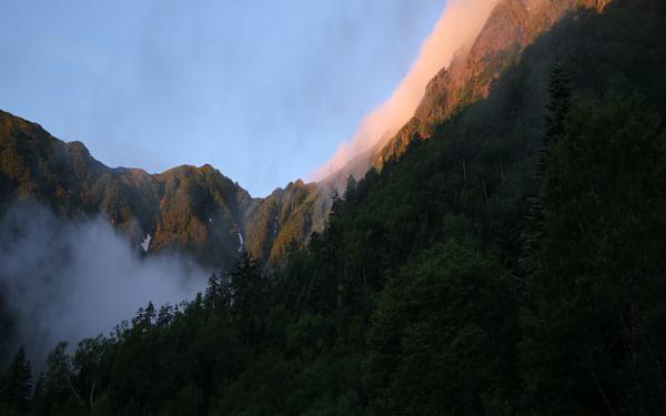 Kitadake5 Lingering cloud on the summit of Kita-dake glows red at dawn