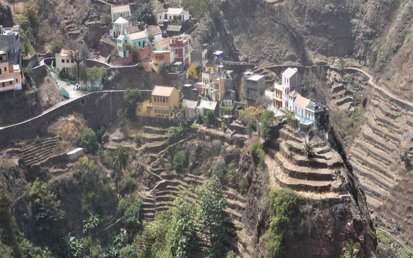 4-14 Fontainhas village on Santo Antao perched on a ridge between two ribeiras