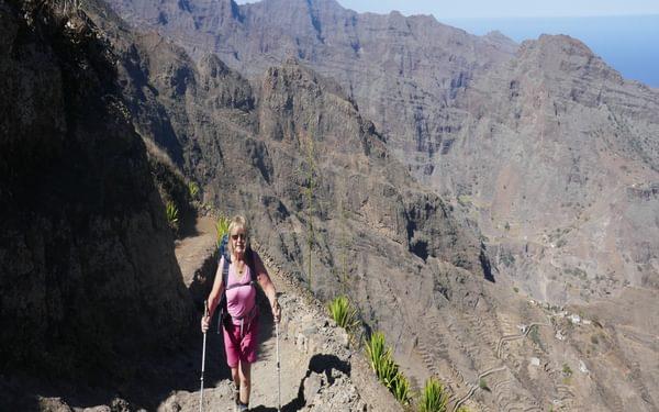 4-18 Ascending the ridge between ribeira da Garca and ribeira Grande on Santo Antao