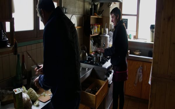 Laetitia and Stéphane working in the Larribet kitchen