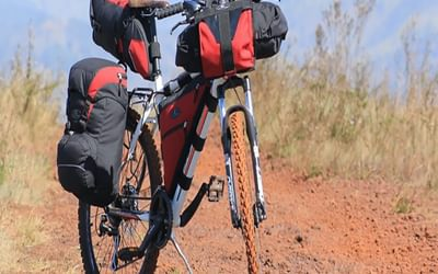 A hybrid solution using both panniers and frame packs (Image courtesy of Northpak on Pixababy)