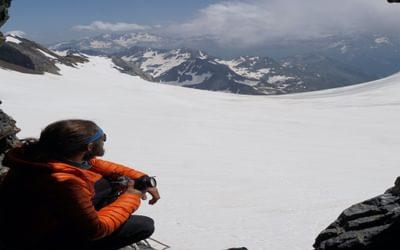 Jordi overlooking the Ossoue glacier