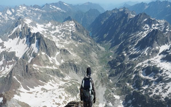 The breathtaking view down to the Gaube valley, with Lac de Gaube clearly visible