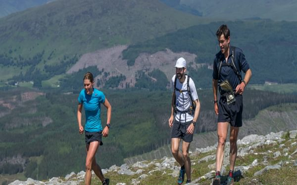 Jasmin Paris and pacers Finlay Wild and Jon Gay at the start of their leg 3