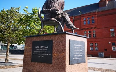 Ivor Novello enjoys the Welsh sunshine