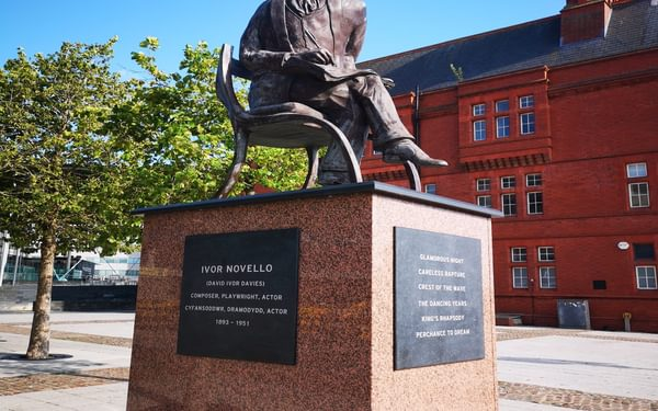Ivor Novello enjoys the Welsh sunshine