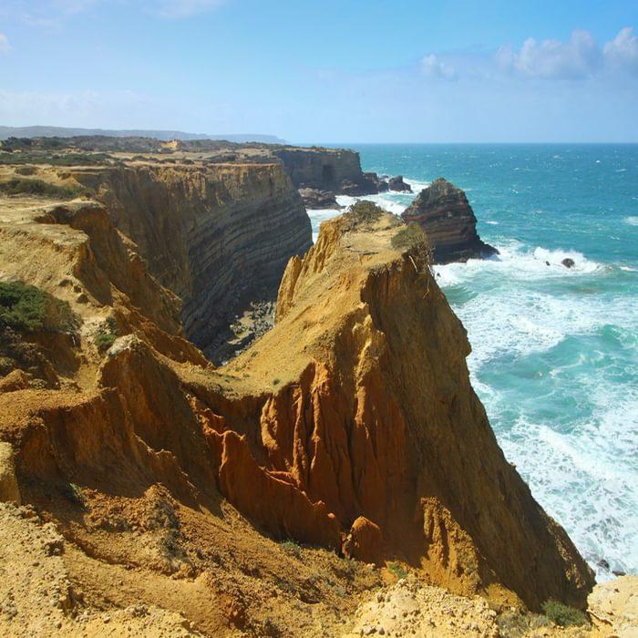 Craggy coastline towards Portinho do Forno