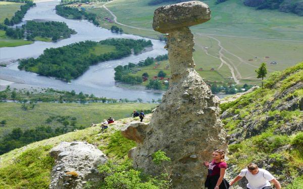 01 Mushroom rocks near the head of Lake Teletskoe