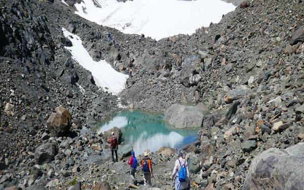 04 Crossing the terminal moraine below the Akturu glacier