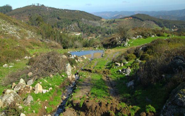 Descending towards Penedo do Buraco