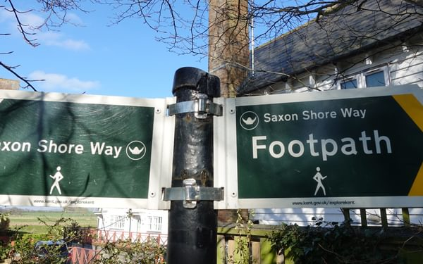 14 Saxon Shore Way signs Conyer