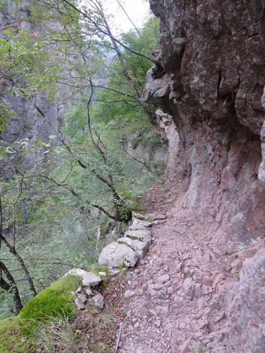 Path From  Asprorema To  Epiniana