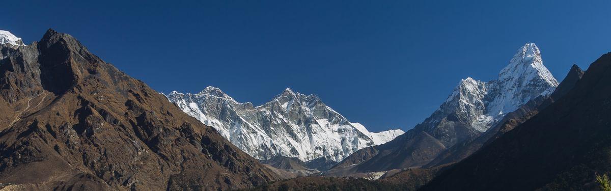 Everest And  Ama  Dablam