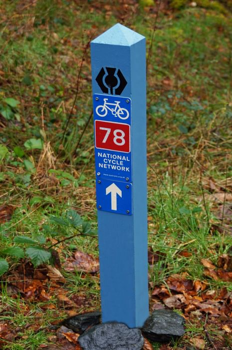 A Sustrans signpost on the Great Glen Way section of Route 78