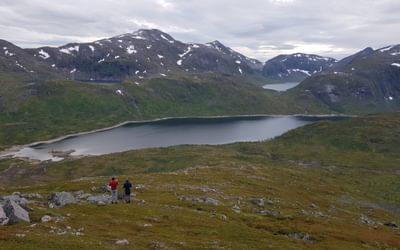 Descending Palfjellet towards Svartholvatnet