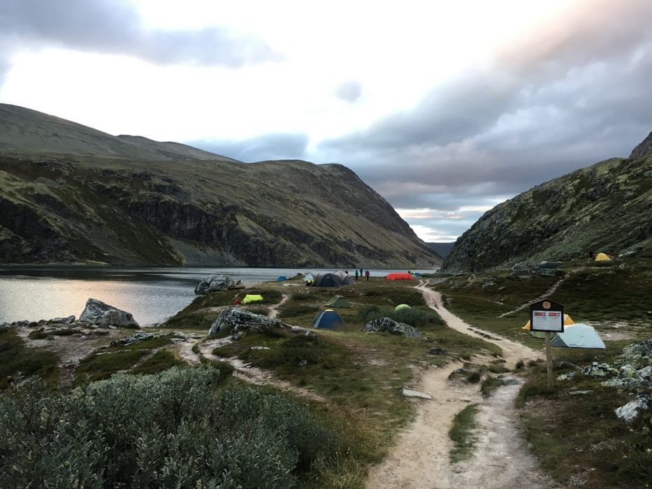 Setting up camp near a hut allows you to use their facilities for a much lower fee (Rondvassbu-Rondane)