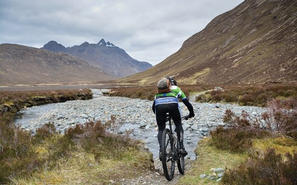 Pedaling towards the pointy hills on Skye