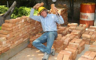 Bob And The Brick Wall