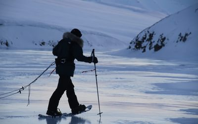 Using snowshoes is necessary.
