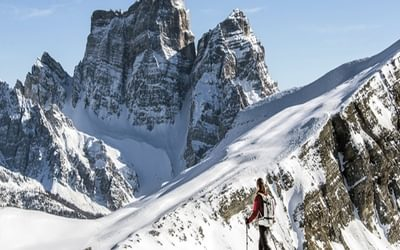 745 Sp2  Ski Touring and Snowshoeing in the Dolomites