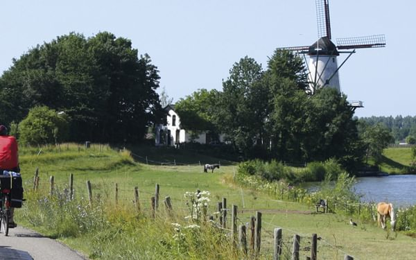 Beside the Linge on the Rijn Delta route