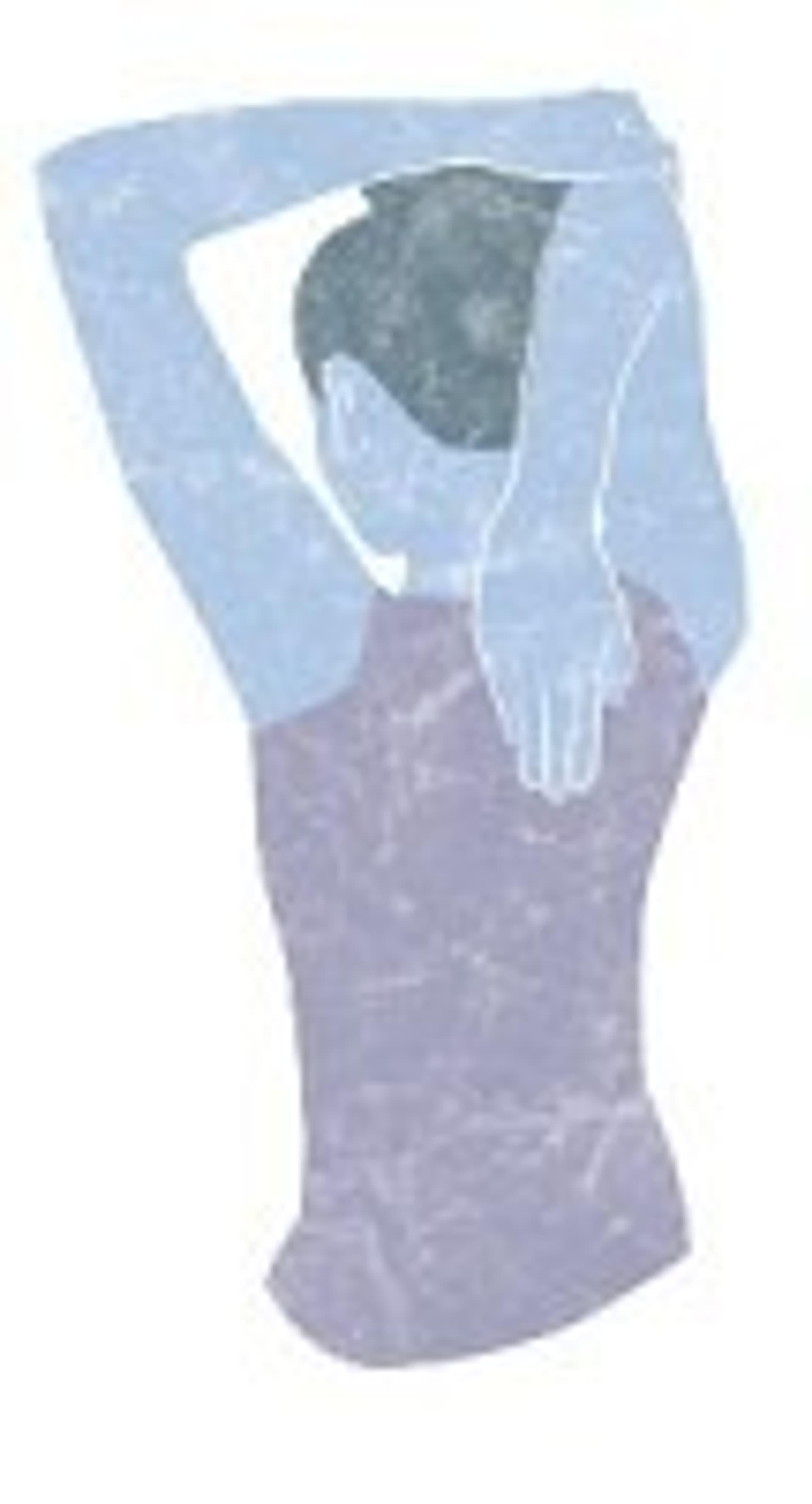 Frau hält Hand auf den Rücken