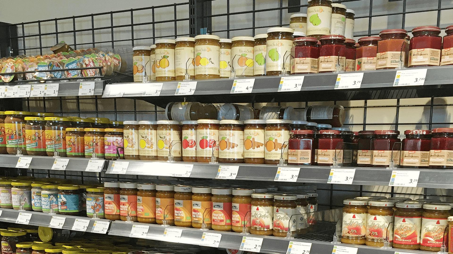 Marmeladen Auswahl im Regal