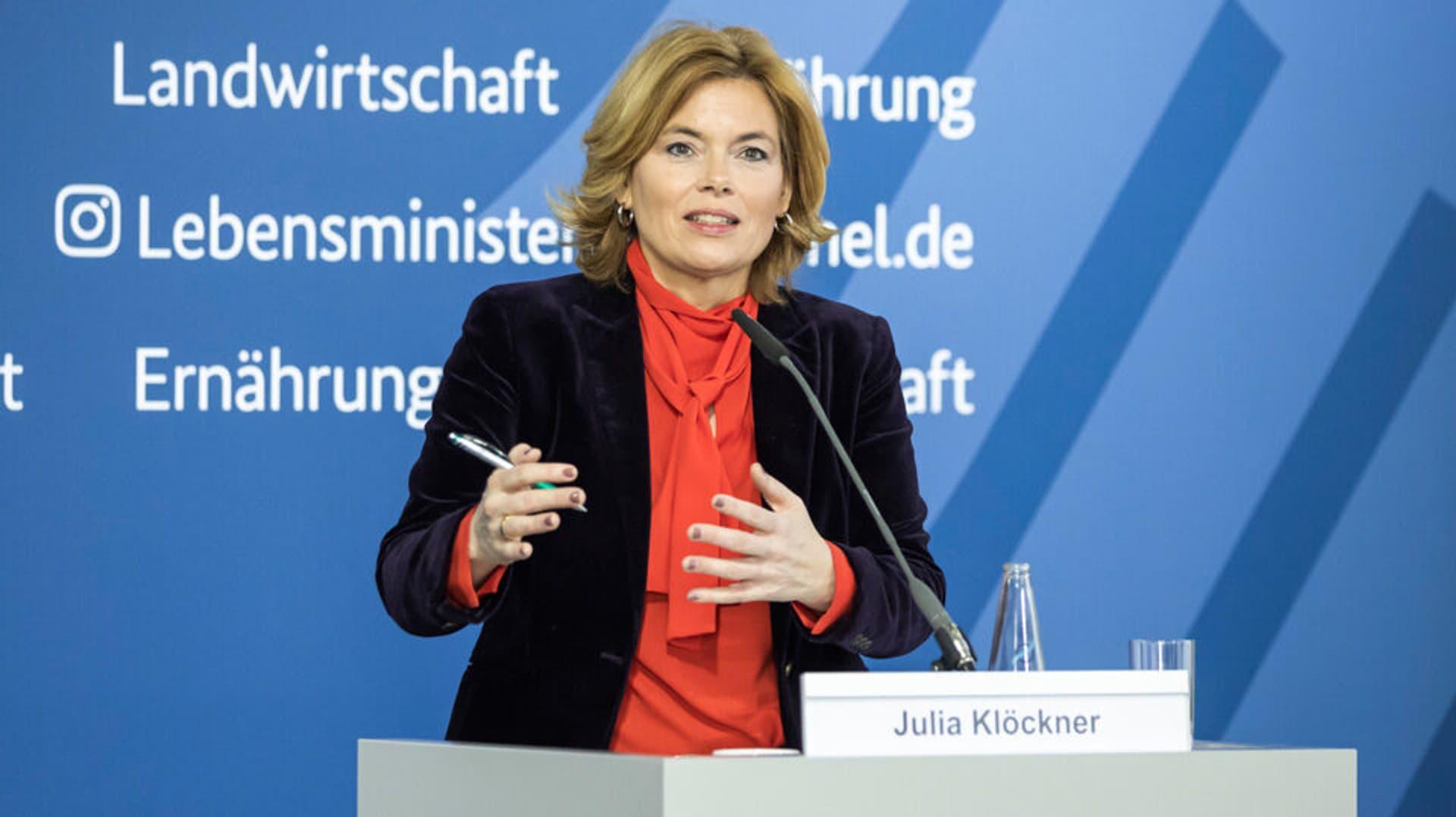Julia Klöckner bei einer Pressekonferenz