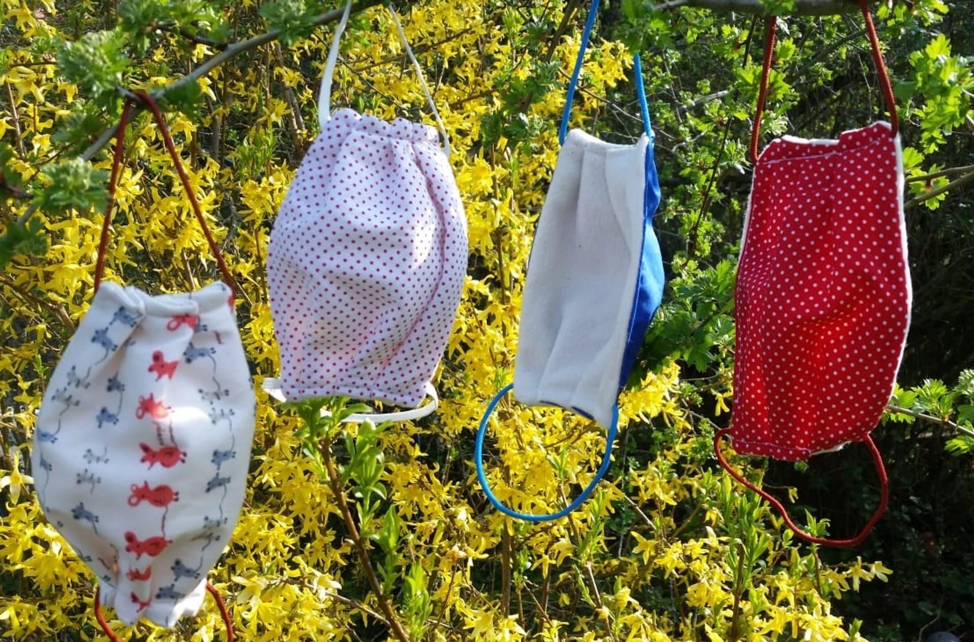 Bunte Gesichtsmasken aus Bio-Textilien