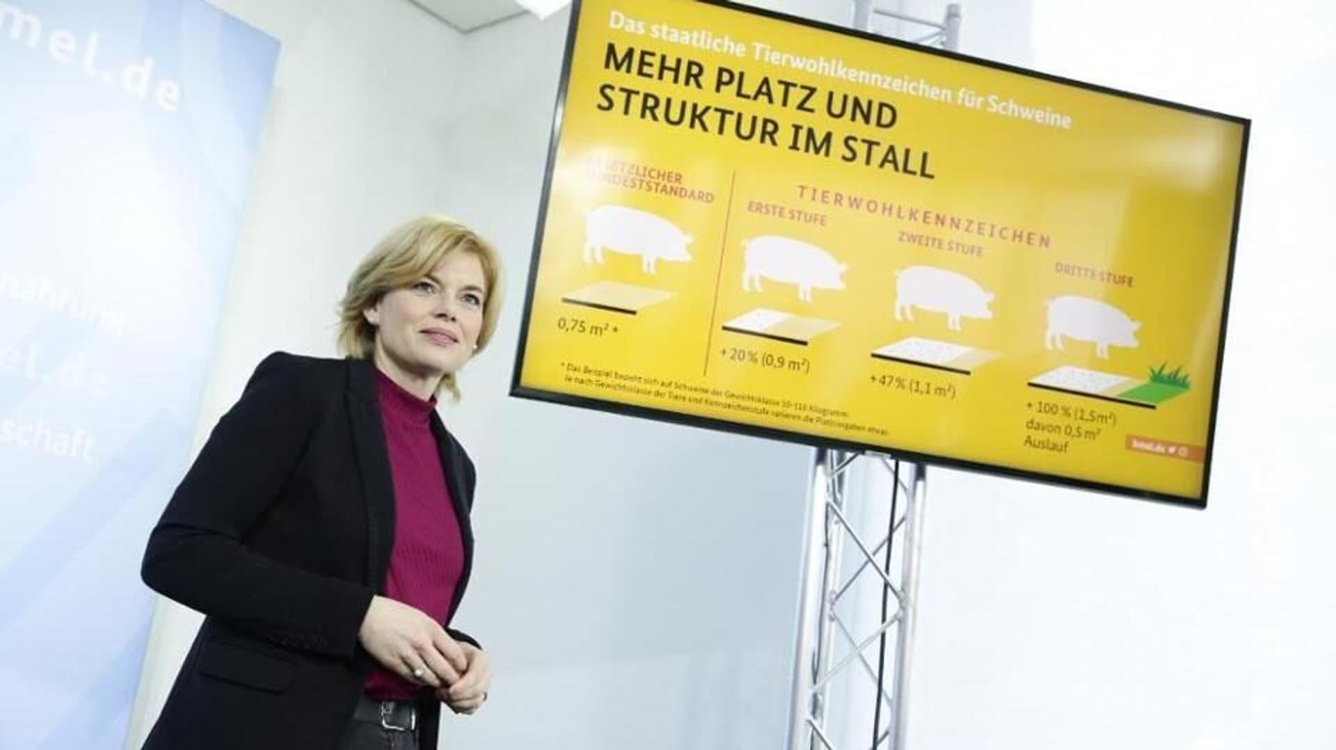 Julia Klöckner bei einer Veranstaltung zum Tierwohl