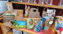 Viele selbst gemachte Geschenktüten auf einem Tisch