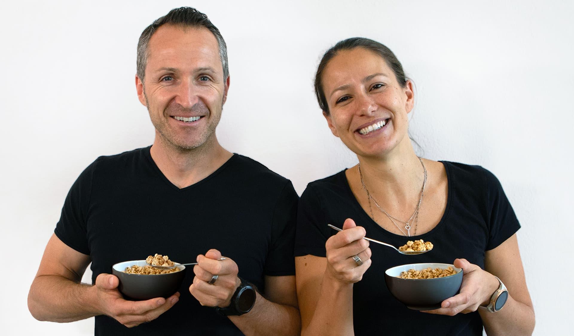 Natascha und Alexander Neumann  mit Cerealien-Schüsseln
