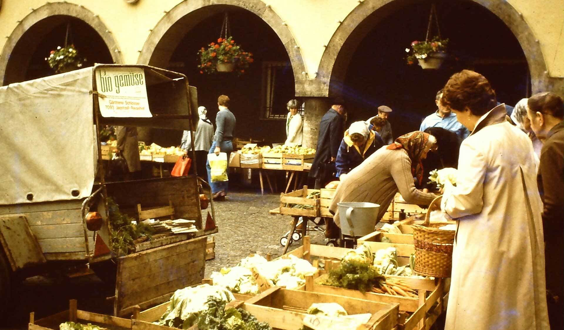 Markt mit Produkten des Bio Gemuese e V 1970er Jahre