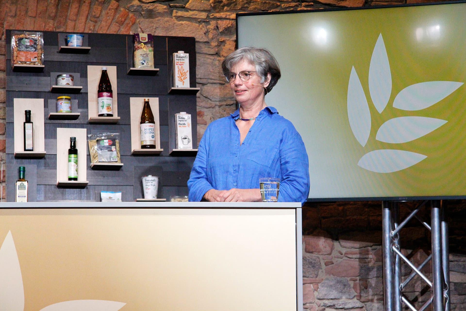Verleihung Bestes Bio 2021 Bühne mit Sabine Kauffmann