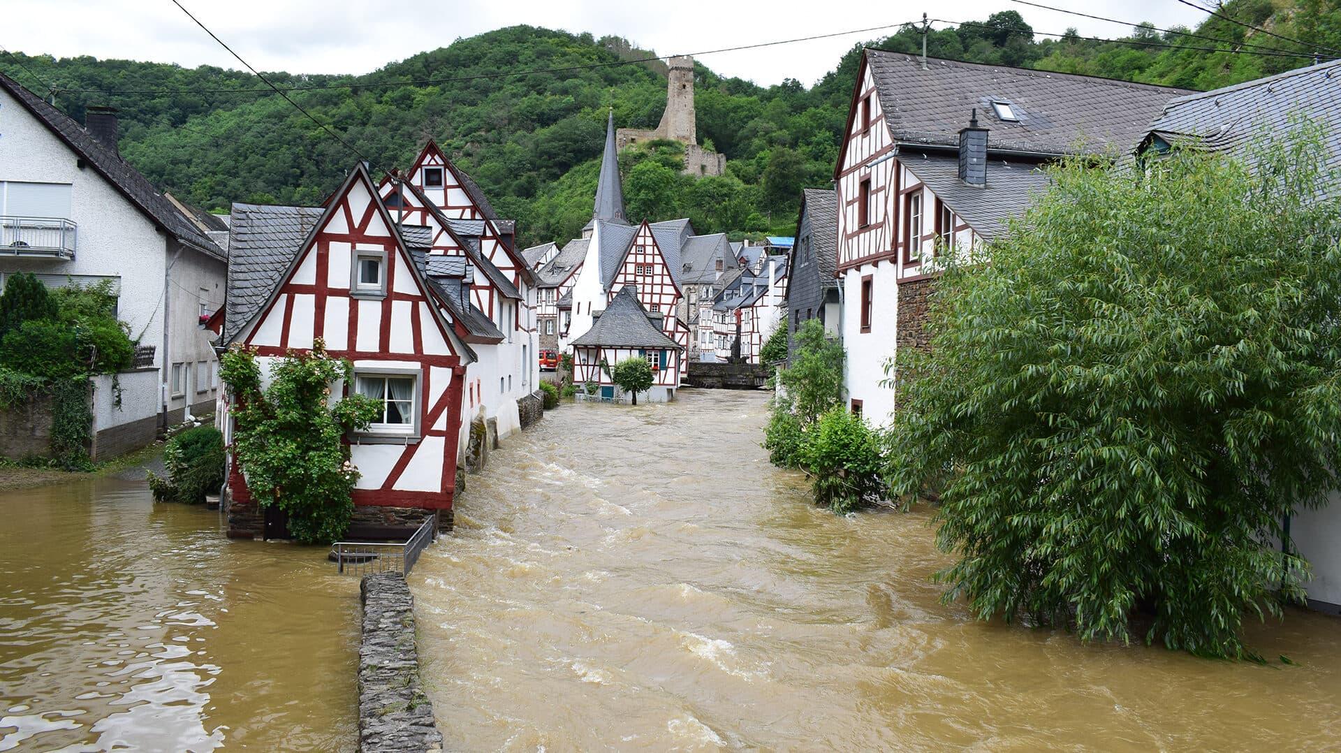 Dorfzentrum von Monreal im Elz-Hochwasser, Juli 2021