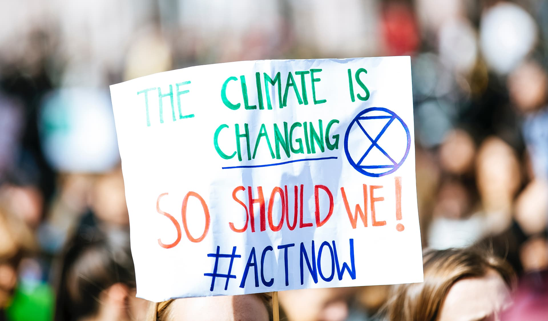 Protestplakat: The climate is changing, so should we!