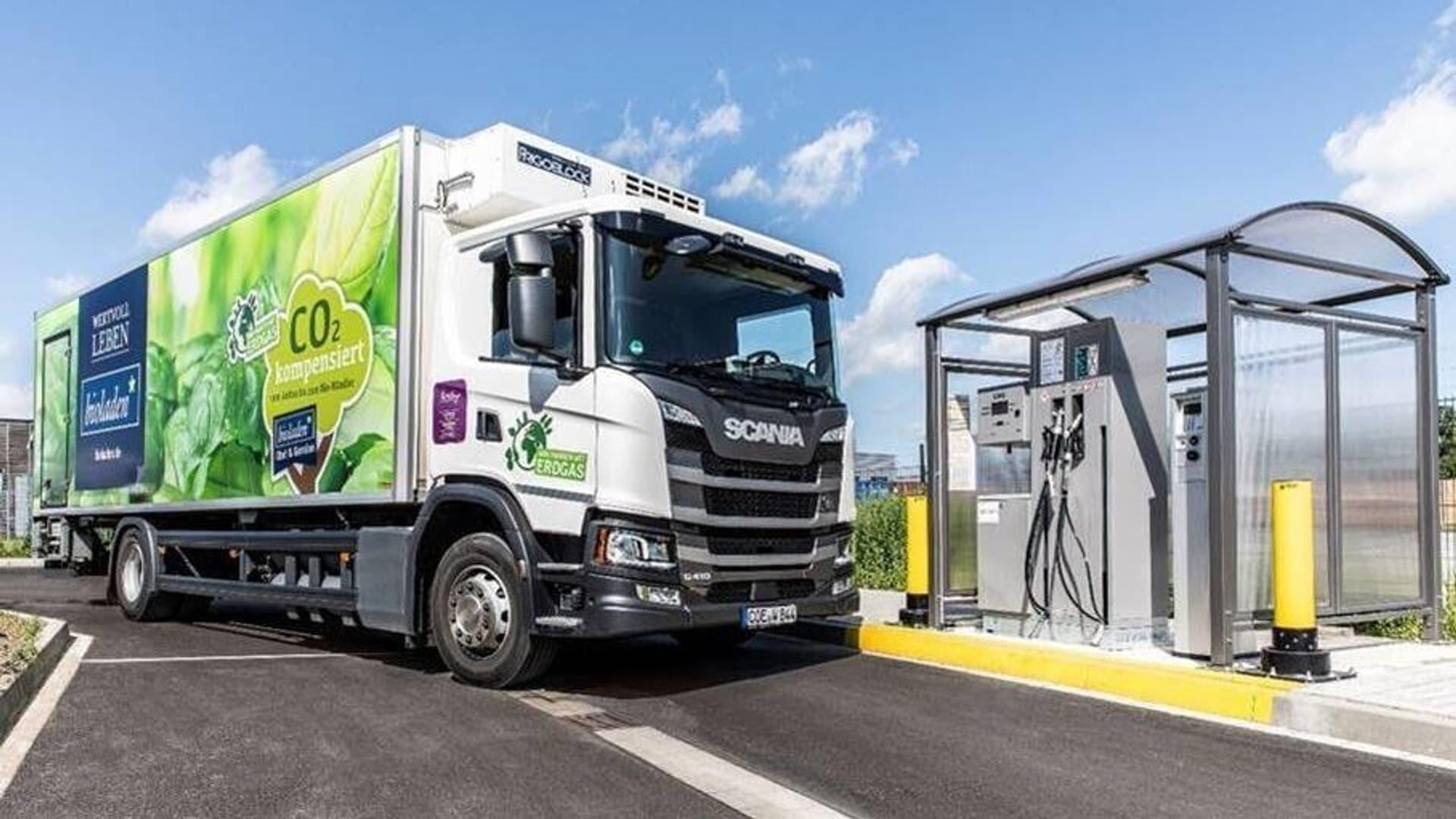 Weiling CNG-Lkw und Tankstelle