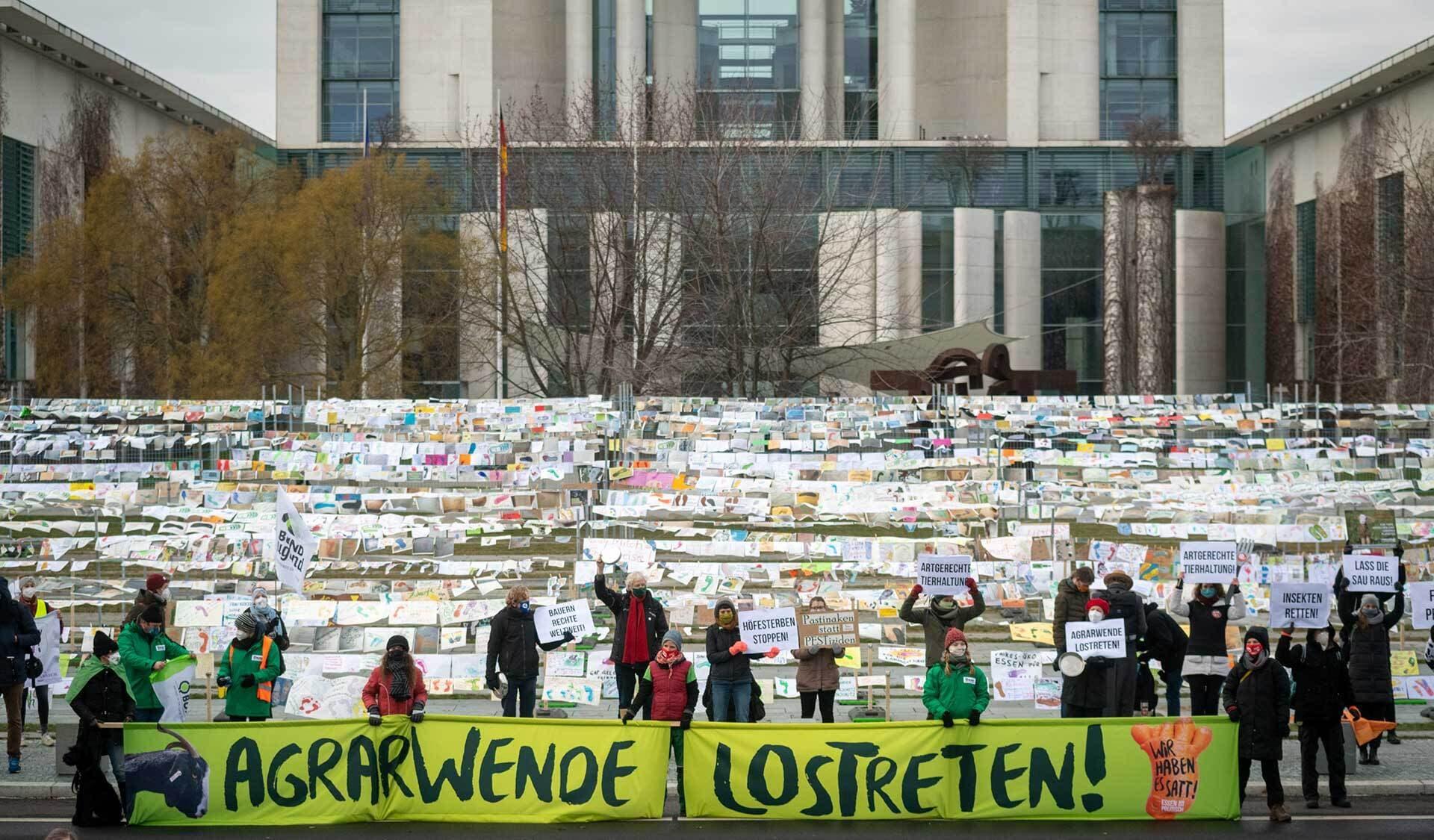 Protestaktion vor dem Kanzleramt