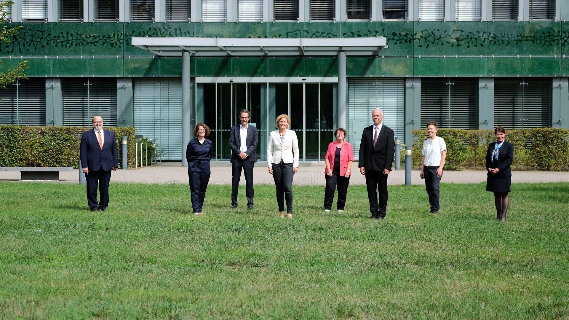 Julia Klöckner mit Mitgliedern des WBEA