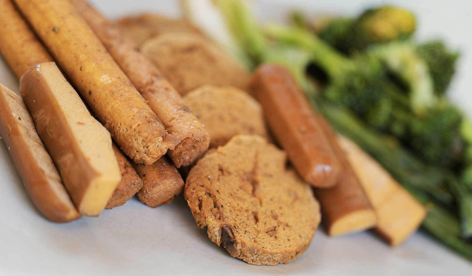 vegane Fleischalternativen zu Würstchen und Burgern