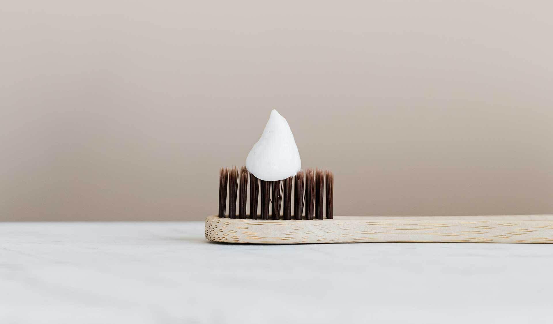 Zahnbürste mit Zahncreme