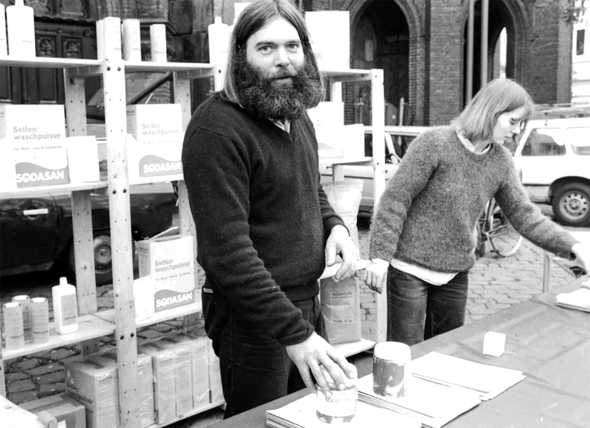 Kerstin Hack und Jürgen Stromberg in den Anfängen ihrer Firma Sodasan vor nahezu 40 Jahren.