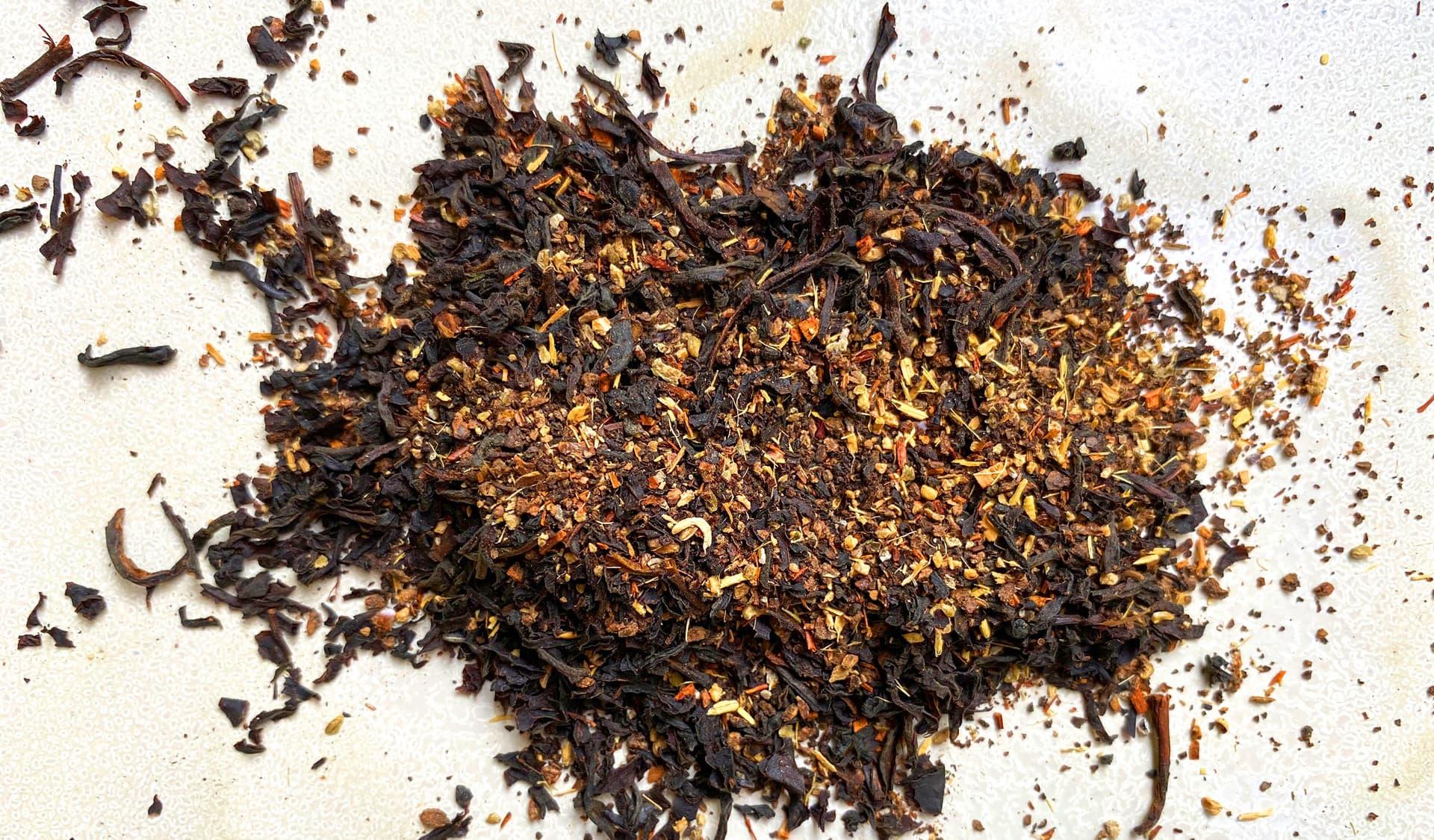 Chai-Tee auf weißem Hintergrund