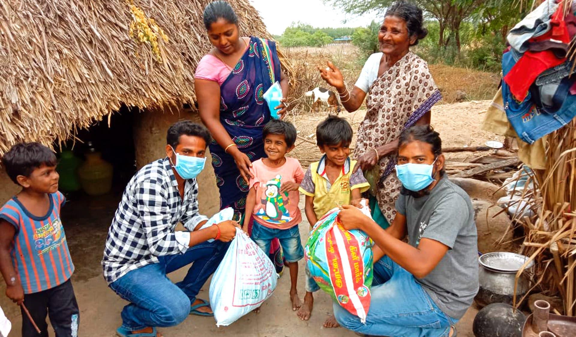 In Indien werden Familien mit Spenden versorgt