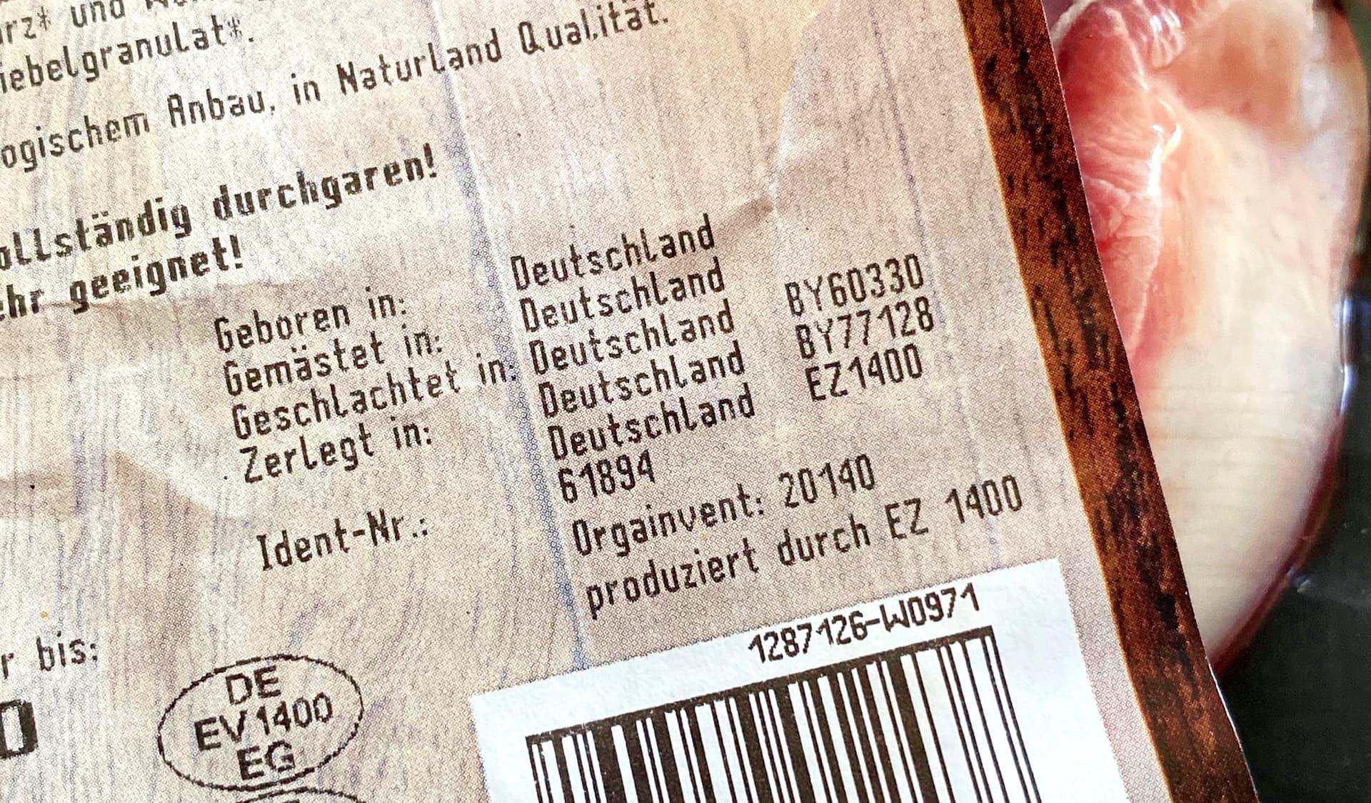Schild auf einer Fleischverpackung mit Informationen über die Herkunft