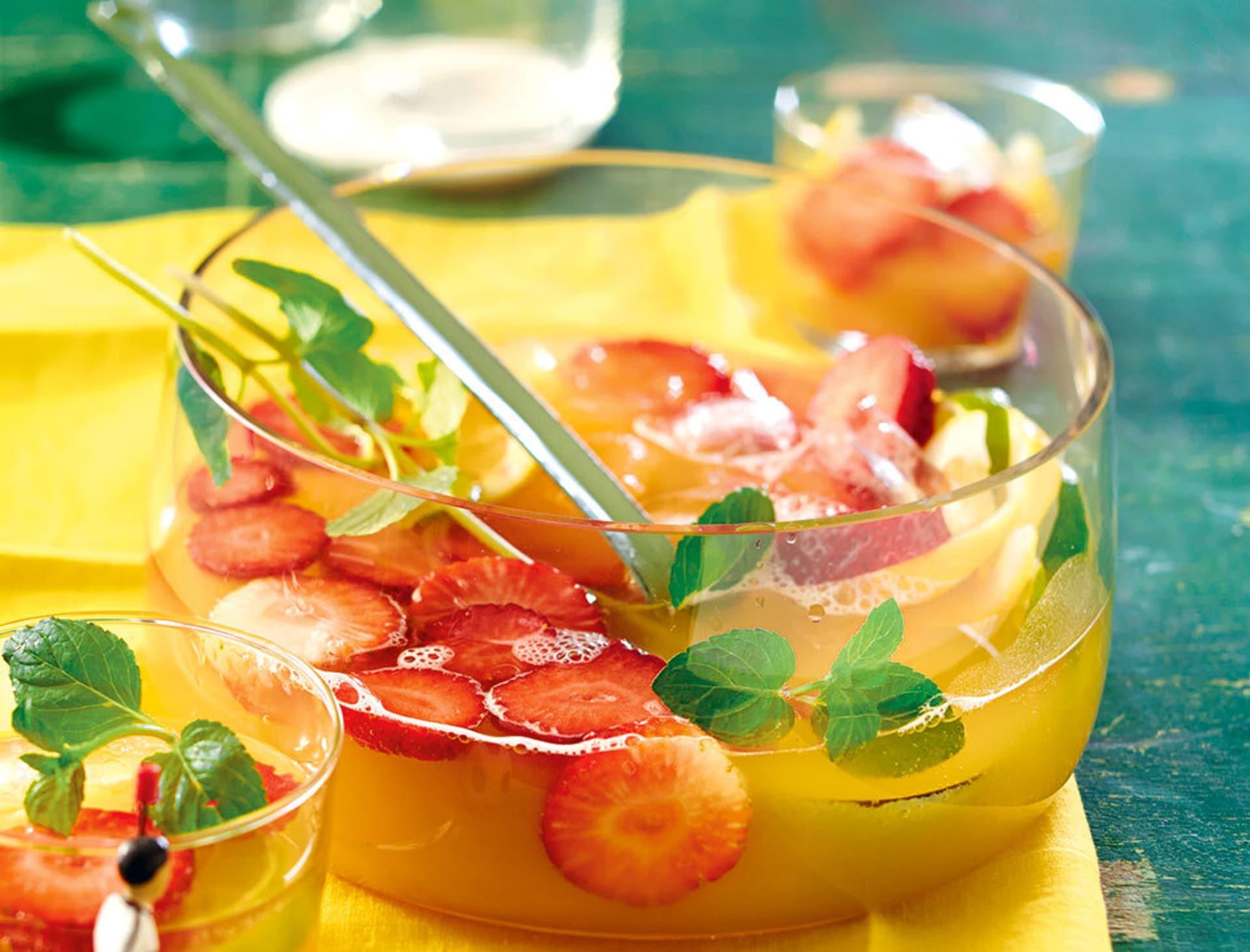 Ananas-Erdbeer-Bowle