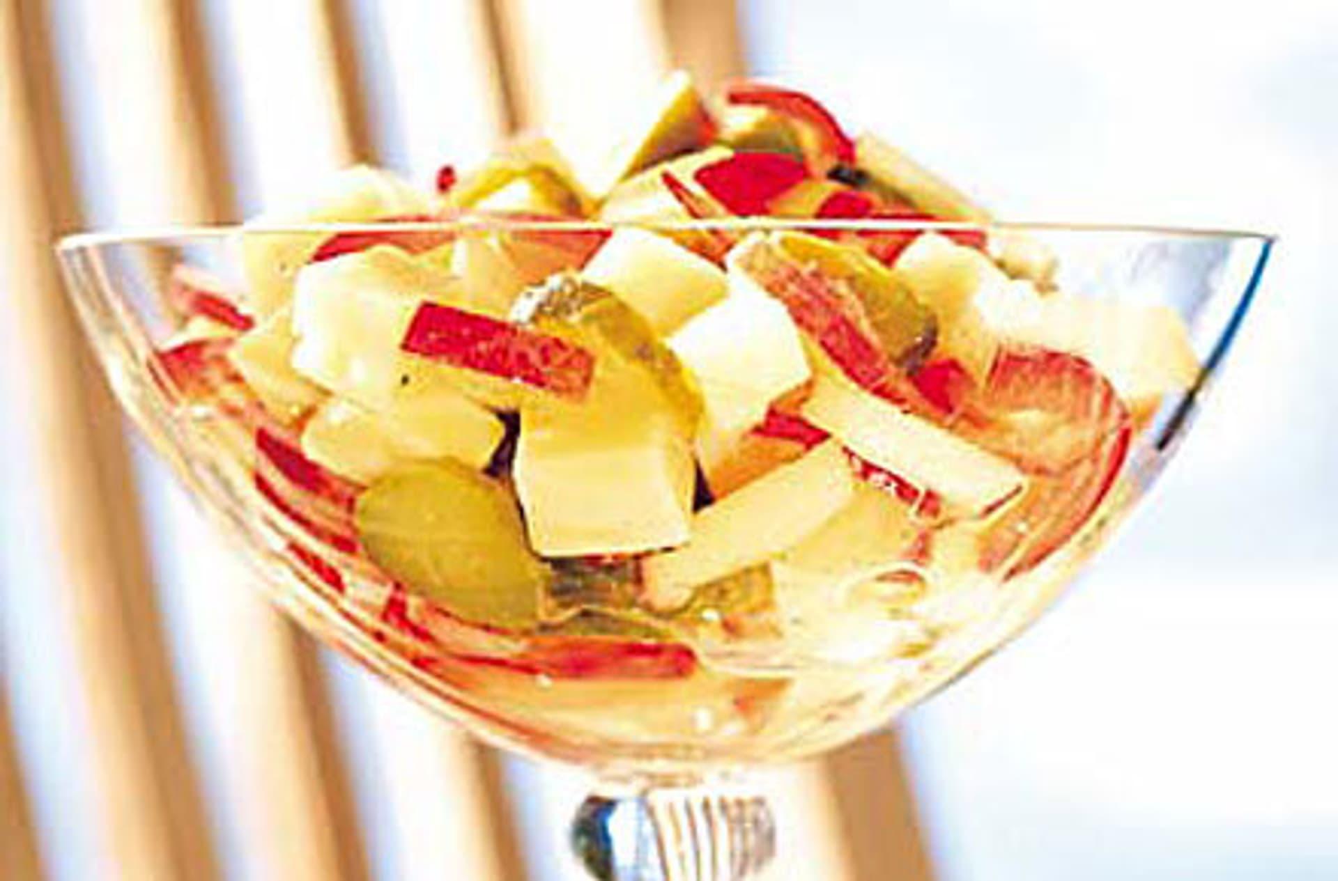 Apfel paprika kaesesalat