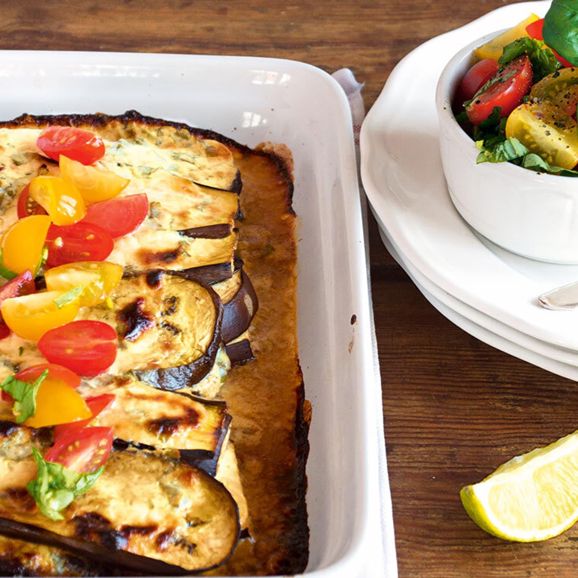 Auberginen-Parmesan-Gratin mit Tomatensalsa