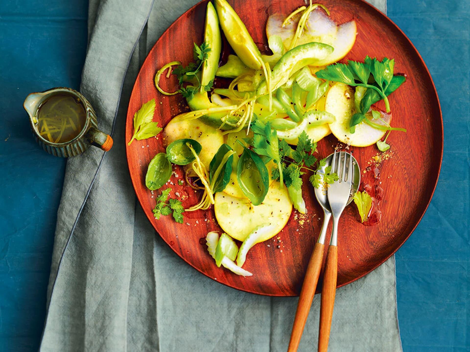 Avocado-Apfelsalat mit Ingwerdressing